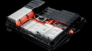 保险 车企纷纷上马电池工厂  动力电池龙头企业如何应对?