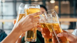 """遇冷,夏日,啤酒,机遇,高端,市场 啤酒股""""夏日遇冷"""" 高端市场择机遇"""